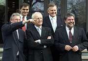 Kleine Auswahl: Fünf der 16 Ministerpräsidenten vor der Bremer Landesvertretung in Berlin