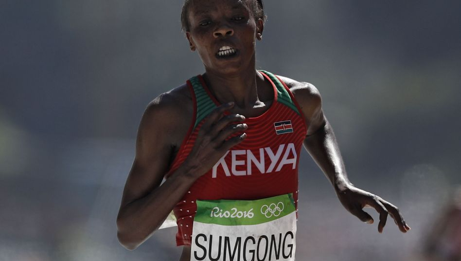 Kenias gesperrte Marathonläuferin Jemima Sumgong beim Olympiasieg in Rio