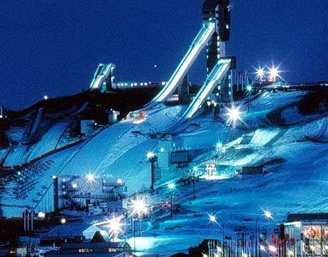 Nächlicher Ausblick auf Canada Olympic Park, dem Austragungsort der Winterspiele 1988