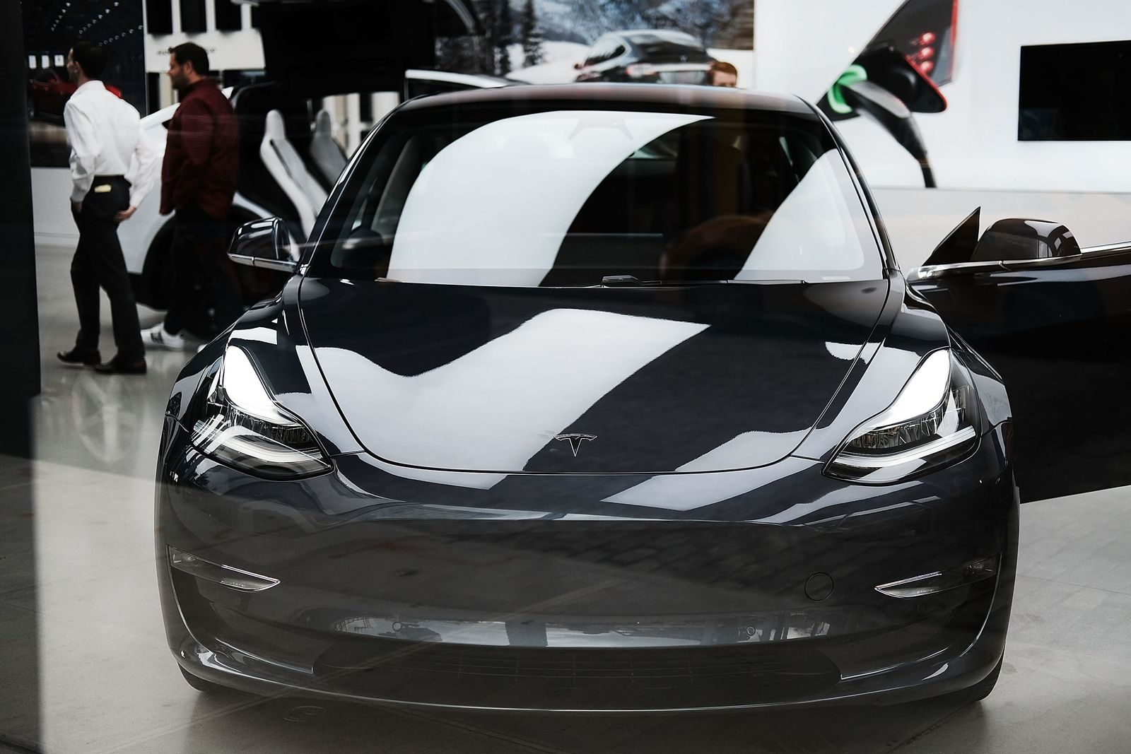US-TESLA-STOCK-RISES-OVER-8-PERCENT-AFTER-COMPANYS-SHAREHOLDER-