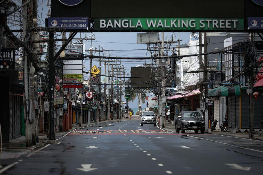 Geschäftiges Aufräumen und Vorbereiten vor der Öffnung Phukets? Nicht einmal auf der Ausgehmeile »Soi Bangla« scheinen die Betreiber mit einem großen Ansturm der Touristen zu rechnen