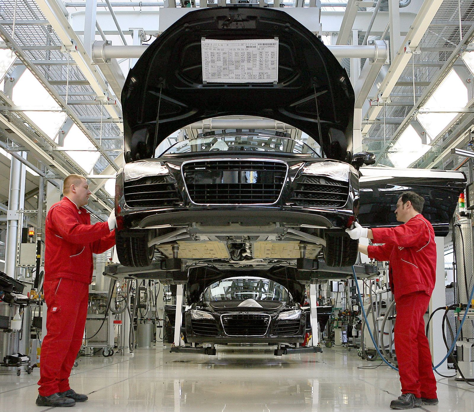Regierung bereitet Konjunktur-Paket vor - Automobilbau