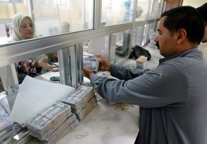 Bankfiliale in Mossul/Irak (Archivbild von 2003): Bargeldbestände eroberter Banken im Besitz des IS
