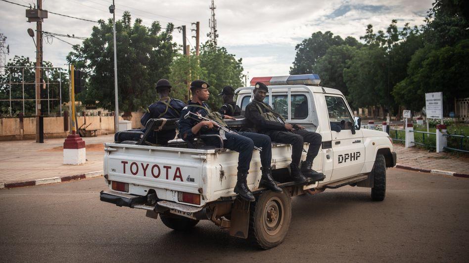Bewaffnete Polizisten in Niger (Archivbild)