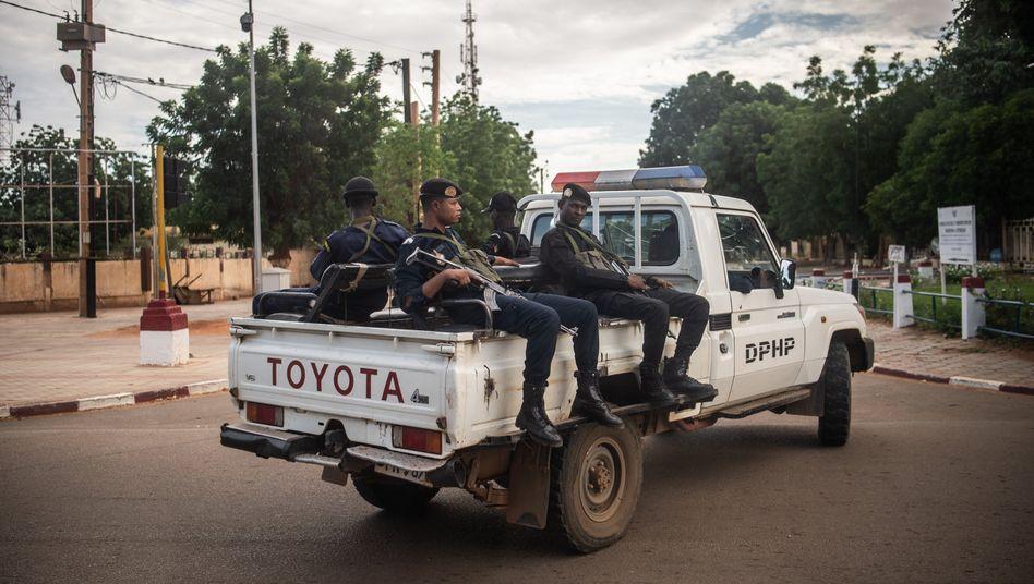 Bewaffnete Polizisten in Niger (Archivfoto)