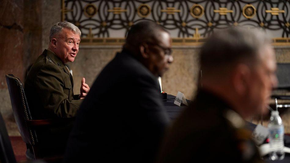 General Frank McKenzie setzt US-Präsident Joe Biden mit Aussagen bei einer Senatsanhörung unter Druck