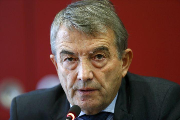 DFB-Präsident Niersbach: Eine PK mit vielen Fragezeichen