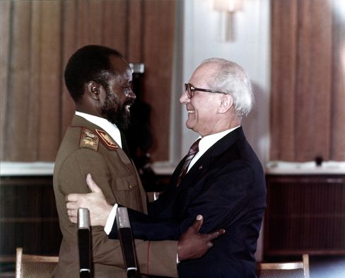 Schmutziger Deal: Machel und Honecker