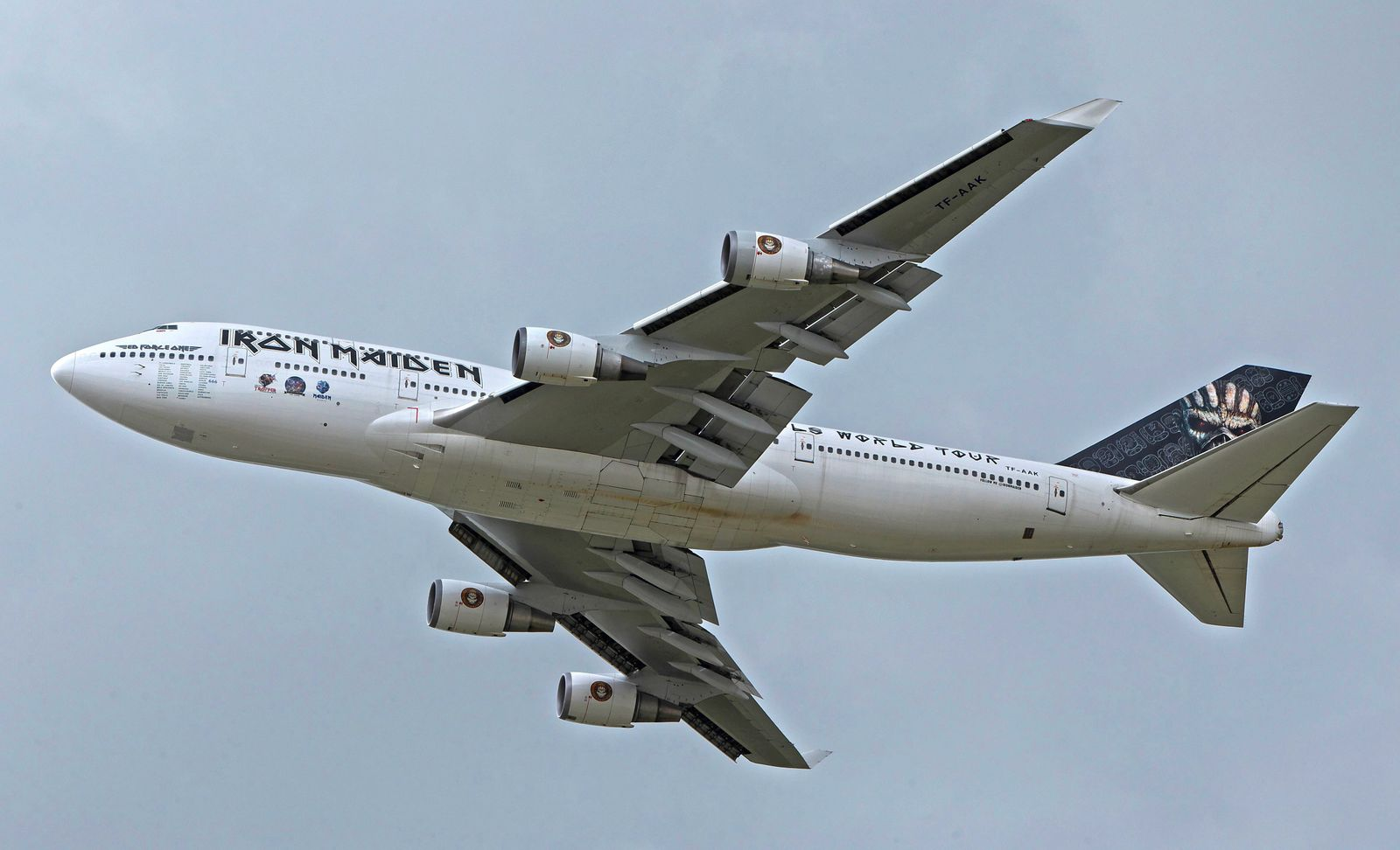 Iron Maiden Boeing 747 400 Ed Force One mit der Kennung TF AAK startet vom Flughafen Z¸rich ZRH