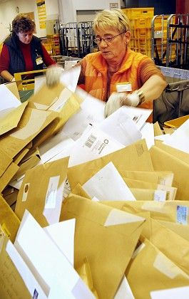 Deutsche Post employees sort letters in the Erfurt mail center. Thousands of staff at the former monopolist could lose their jobs as a result of market liberalization.