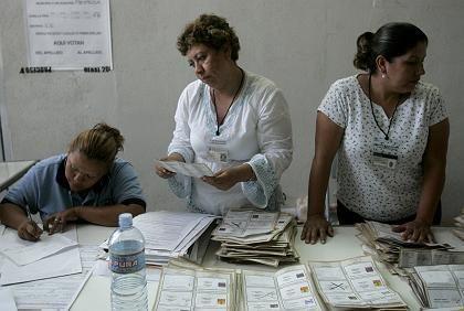 Stimmauszählung: Bis Mittwoch sollen die Zettel genau ausgewertet werden