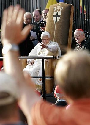Umjubelter Papst: Personenkult ist ihm unangenehm