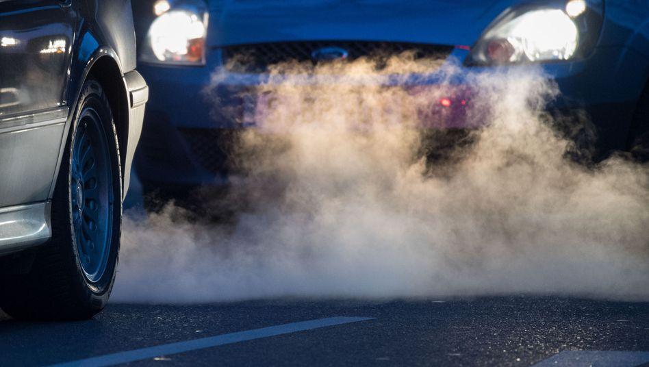 Ein neues System misst mit einem Lichtstrahl die Emissionen vorbeifahrender Pkw (Symbolbild)