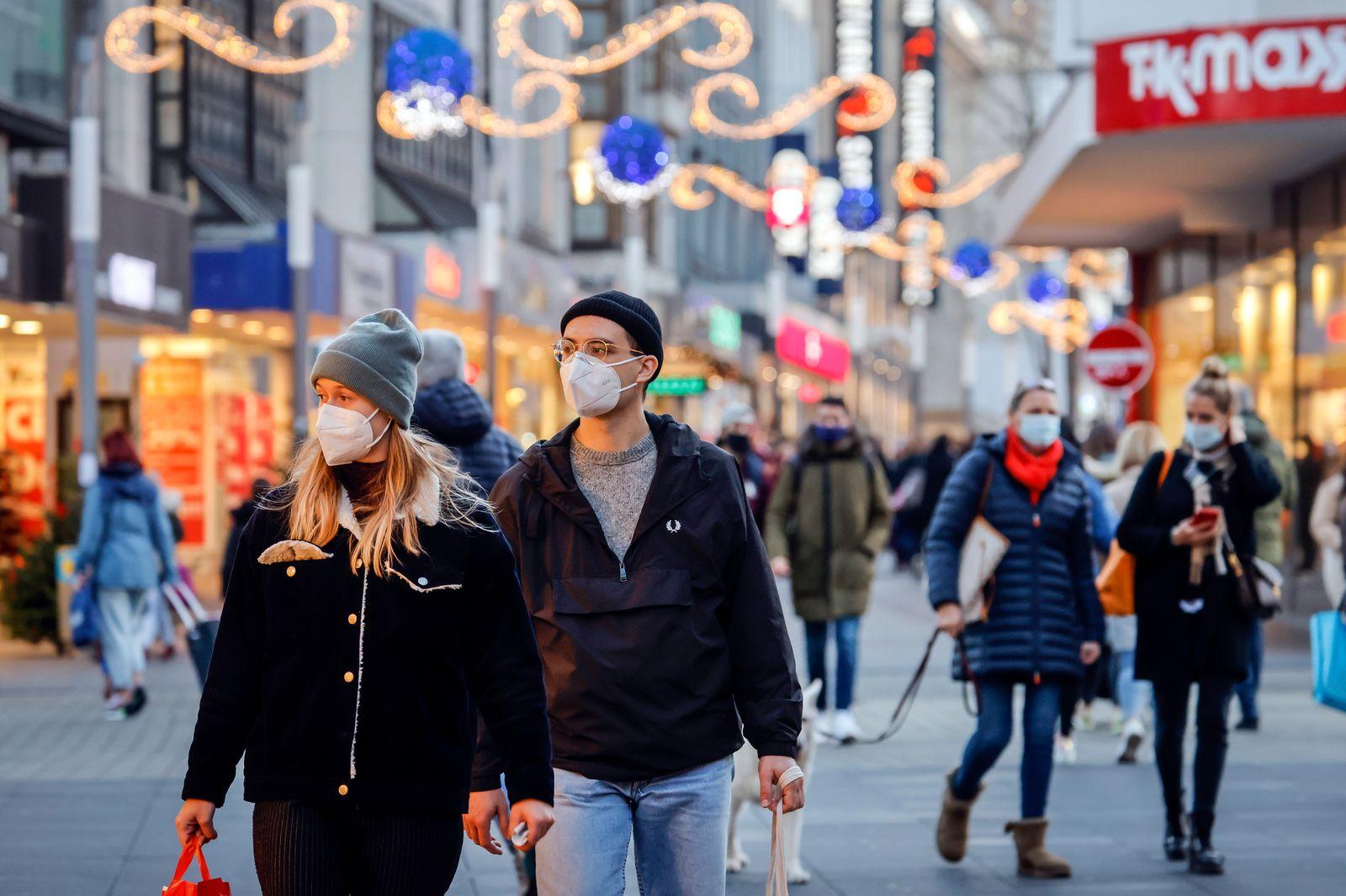 Bochum, Ruhrgebiet, Nordrhein-Westfalen, Deutschland - Maskenpflicht in der Bochumer Innenstadt in Zeiten der Coronakris