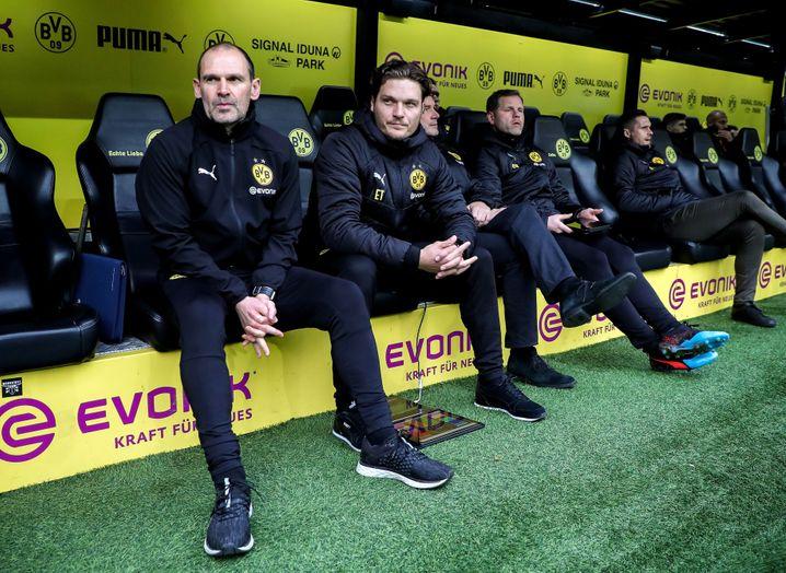 Edin Terzić (Zweiter von links) übernimmt die Trainerbank beim BVB