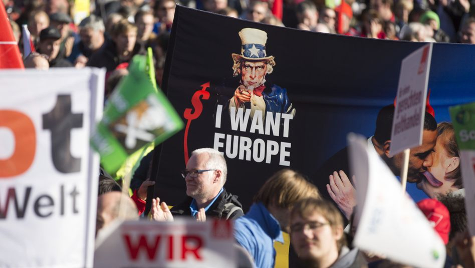 "Personifizierte Amerika-Karikatur Uncle Sam auf Anti-TTIP-Plakat: ""Ich will Europa"""