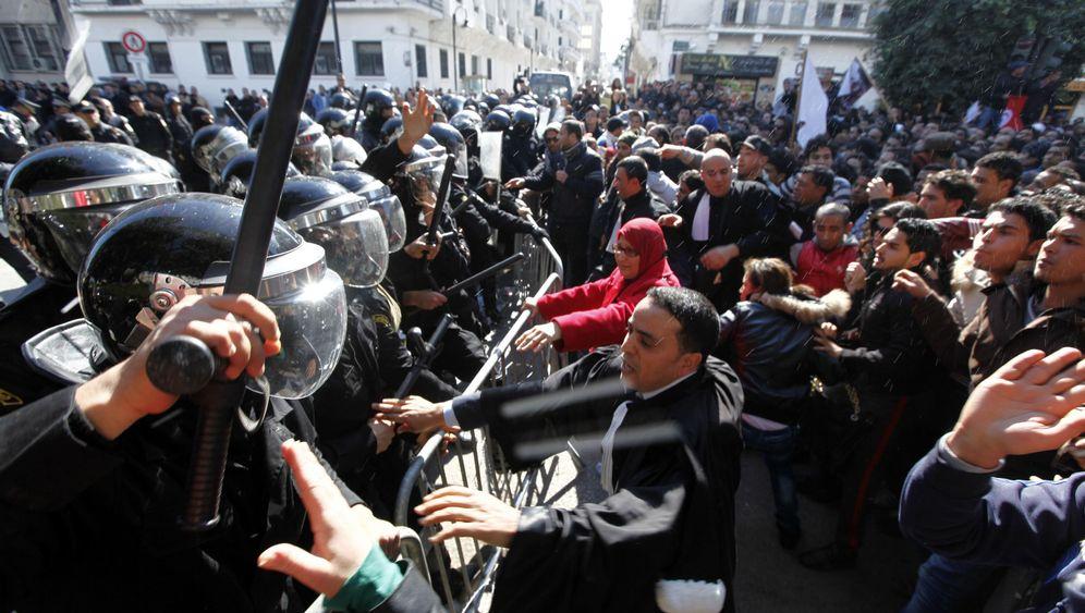 Tunesien: Trauerzug als politische Demonstration