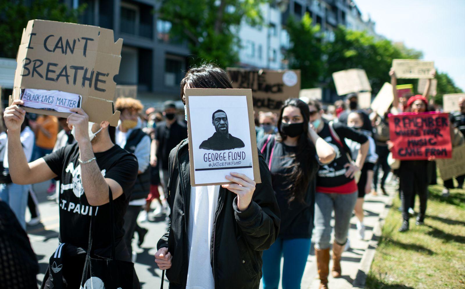 Nach der Tötung von George Floyd - Demo in Berlin