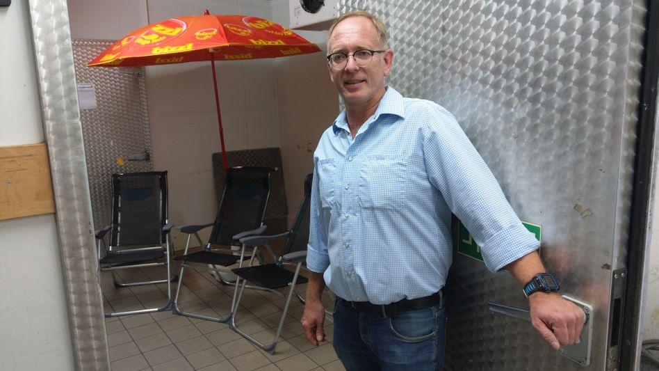 Edeka-Inhaber Lars Koch in seinem Kühlhaus