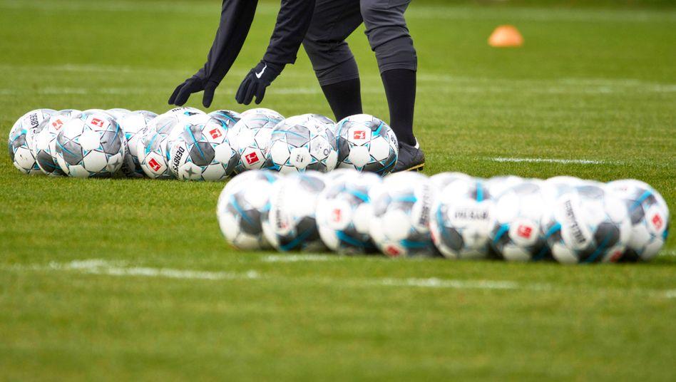 In der Bundesliga ruht derzeit der Ball - aber wie lange noch?