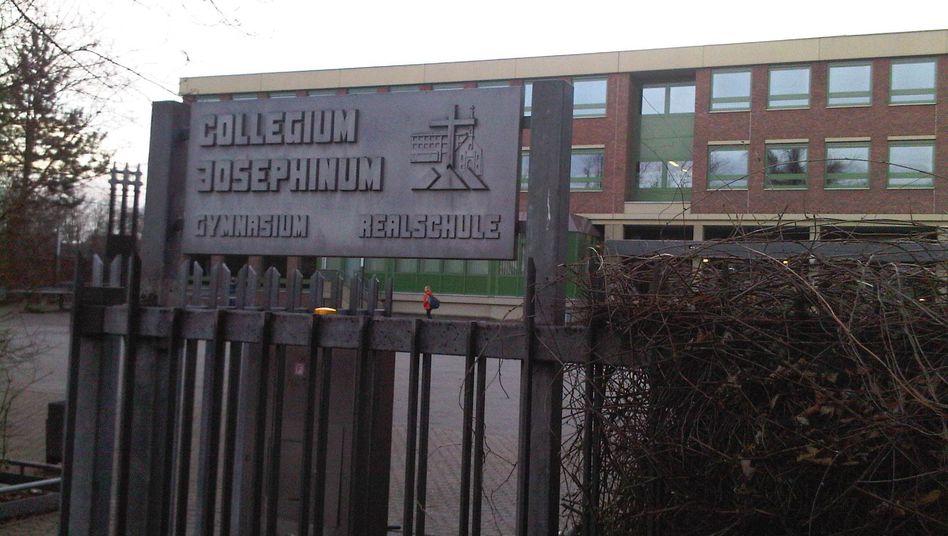 """Collegium Josephinum in Bonn: """"Unüblich, Kindern in diesem Alter Zäpfchen zu verordnen"""""""