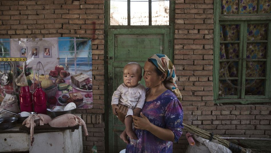 Uigurische Frau mit ihrem Baby