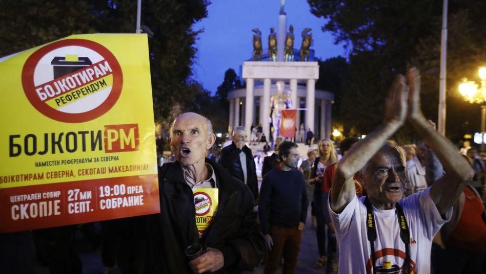Aktivisten in Skopje demonstrieren für Boykott des Referendums