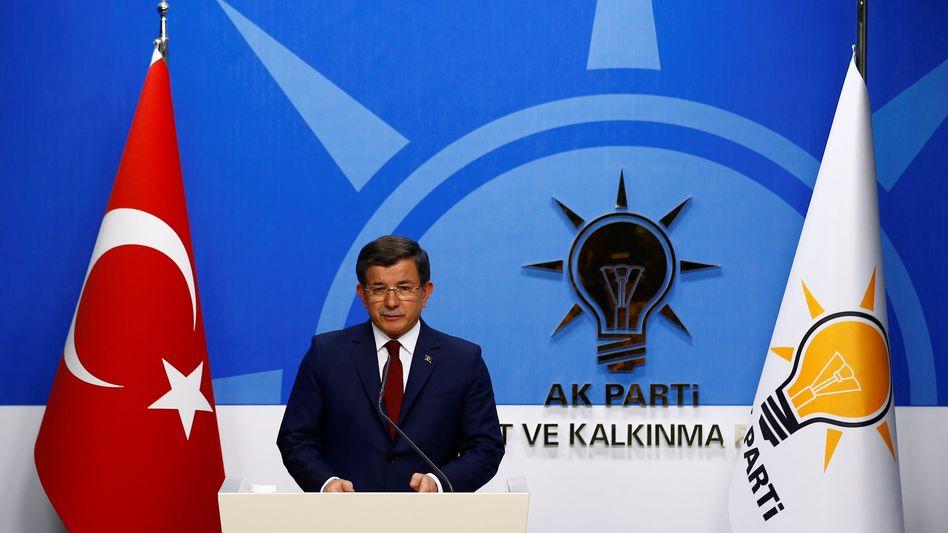 Noch-Premier Davutoglu