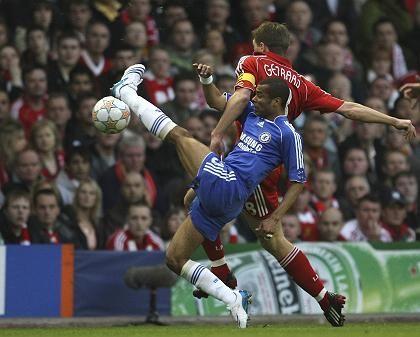 Liverpool-Kapitän Gerrard (l.): An Silvester auf freiem Fuß