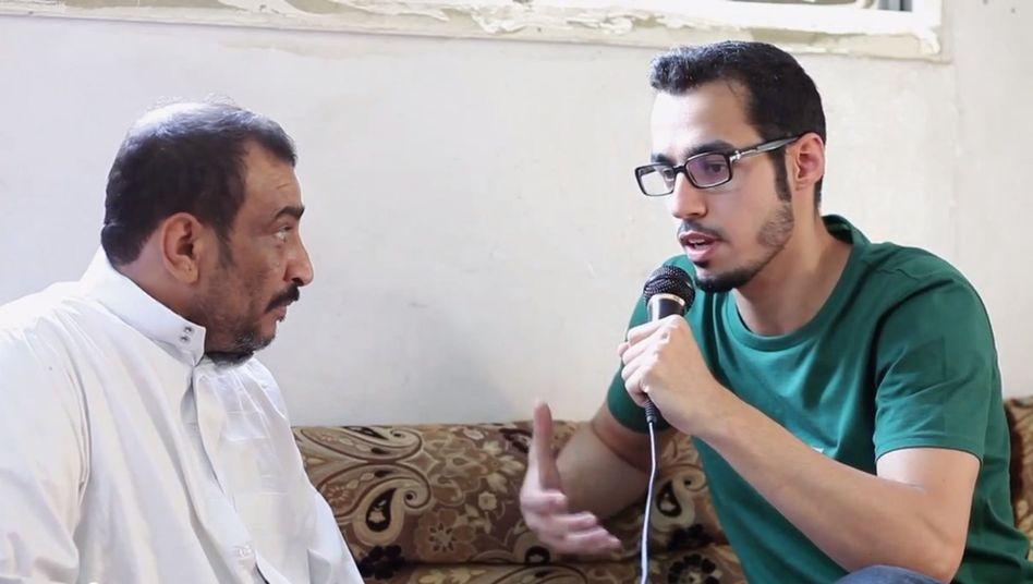 Armut in Saudi-Arabien: Videoaktivist Feras Boqna zu Besuch in einem Armenviertel