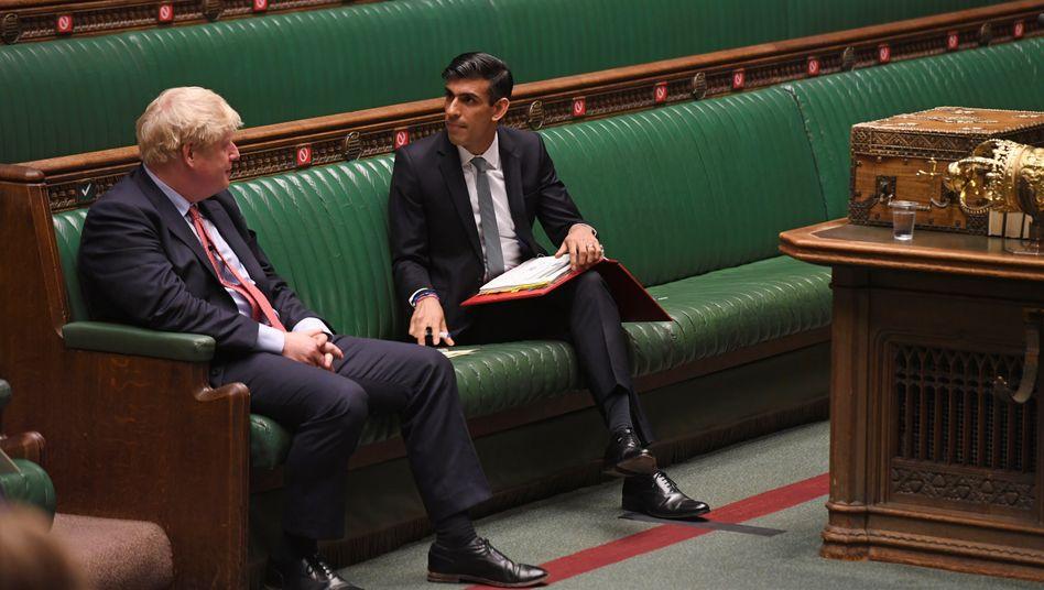 Britischer Finanzminister Rishi Sunak (r.), Premierminister Boris Johnson