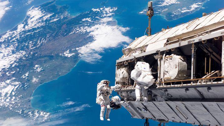 Raumstation ISS: Spektakuläre Fotos, große Gesten