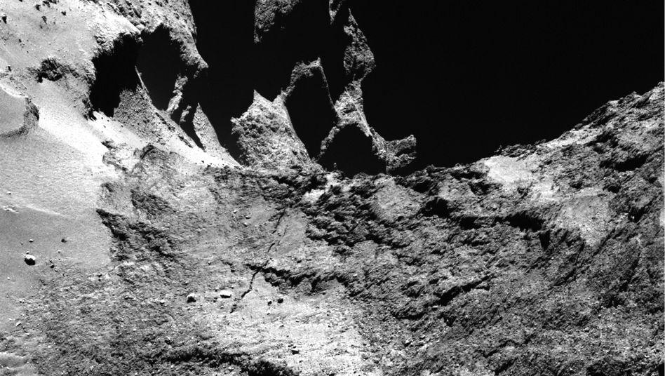 """Zerklüftete Landschaft auf Komet Tschuri: Irgendwo dort unten ist """"Philae"""""""