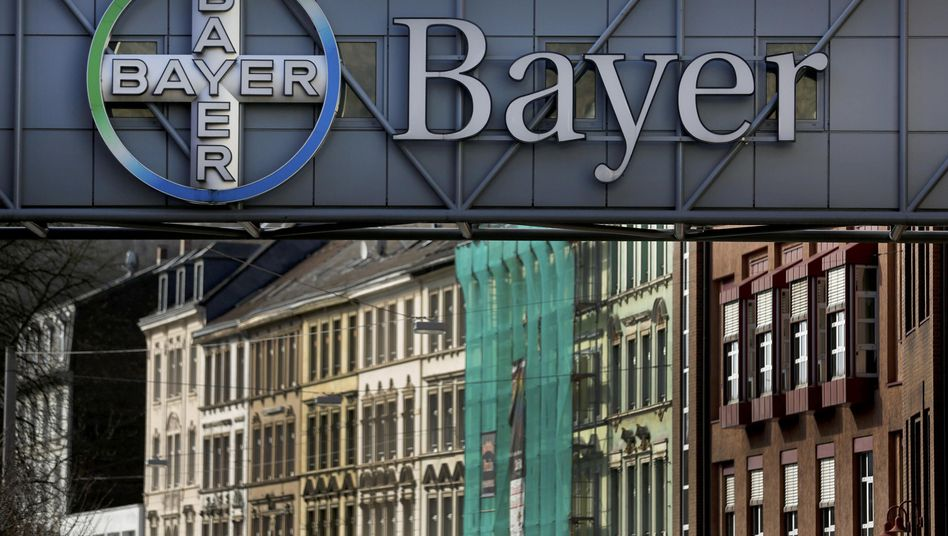 Bayer-Logo (in Wuppertal)
