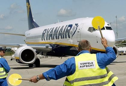 American carriers are borrowing a page from Irish budget airline Ryanair.