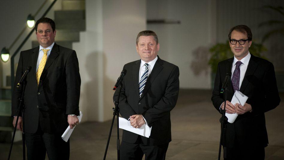 Immer nur lächeln: Generalsekretäre Döring (FDP, v.l.), Gröhe (CDU) und Dobrindt (CSU)