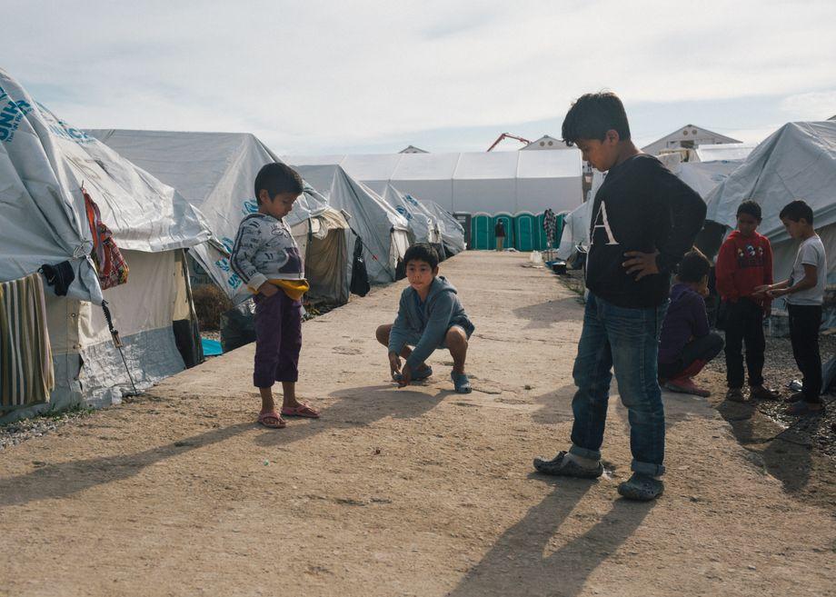 Kinder im neuen provisorischen Flüchtlingslager »Kara Tepe« auf Lesbos, Griechenland: »Wenn ein Kind sieht, dass seine Eltern aufgeben oder Angst haben, bricht auch ihnen das Gerüst weg«