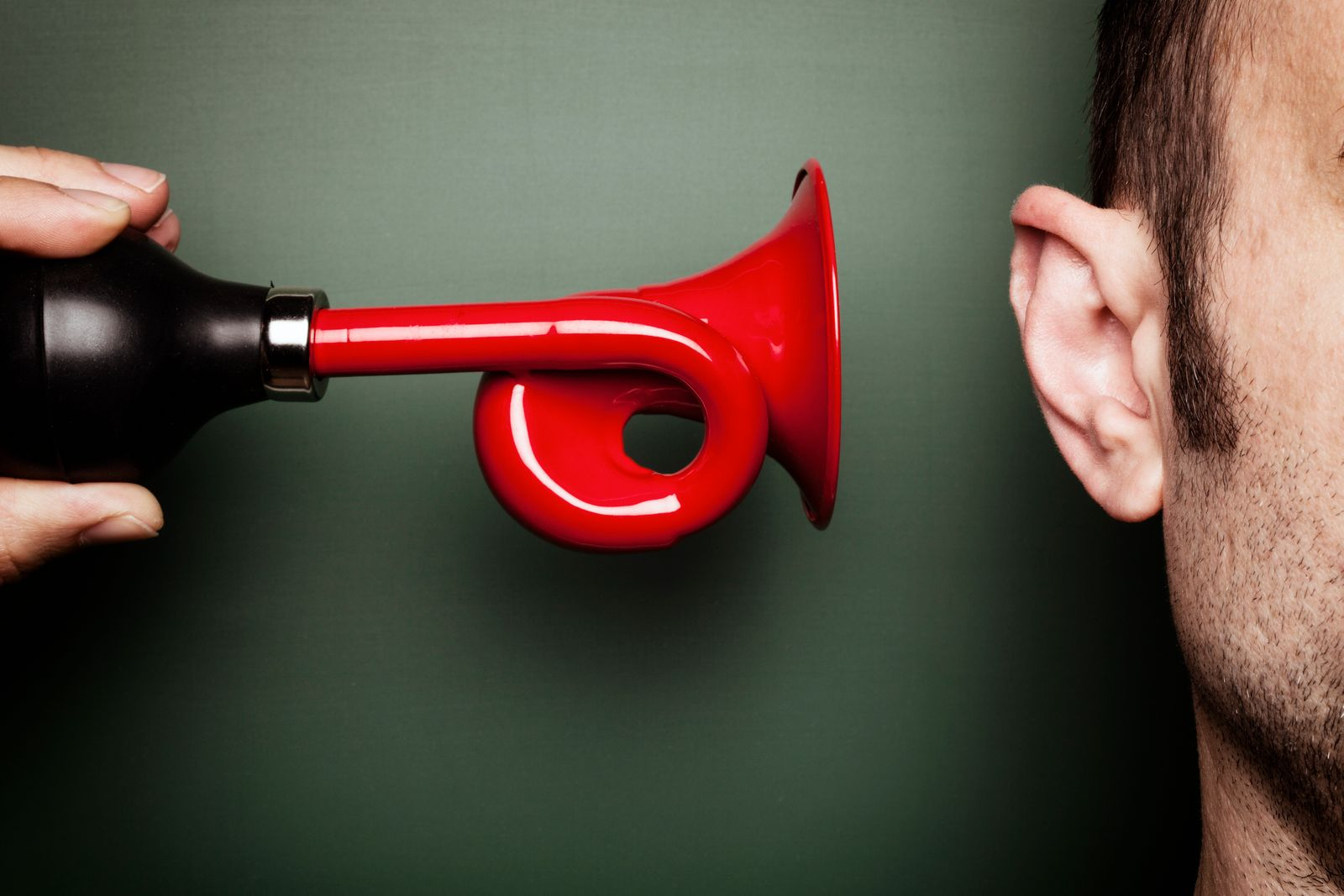 Attention Please - Signal Horn Ear Alarm Loud Scare Humor