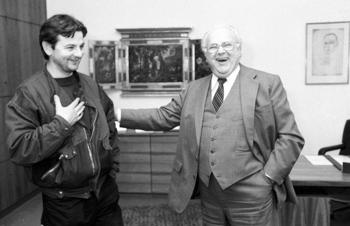 »Mit Verlaub, Herr Präsident, Sie sind ein Arschloch.« 1984 beschimpfte Grünen-Revoluzzer Joschka Fischer den Bundestagspräsidenten Richard Stücklen (CSU). Hier haben sich beide wieder lieb.