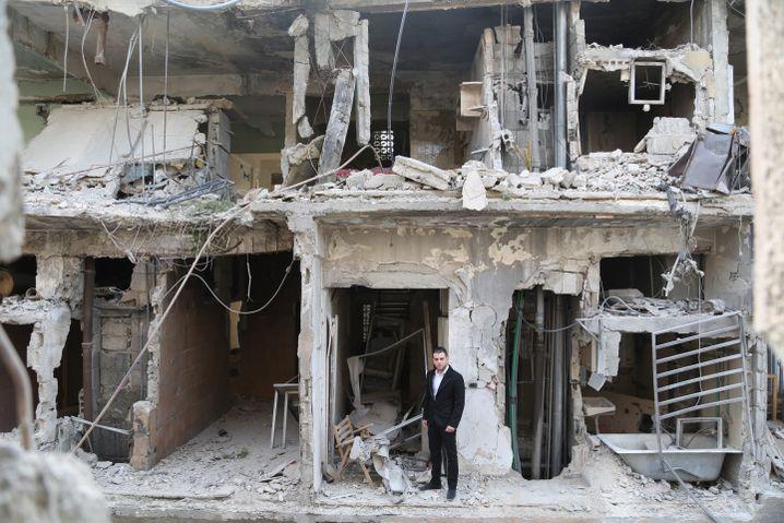 Hochzeit in Ruinen: Bräutigam Raed in Douma