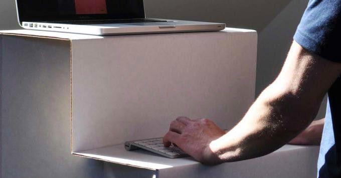 Oristand im Einsatz: Das Nötigste hat Platz, ein extra Monitor aber nicht