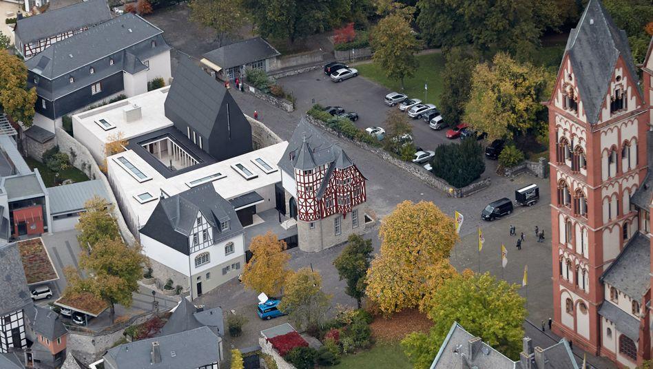 Neubau des Limburger Bischofssitzes: GPS-Vermessung der Straßen