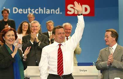 Froh zu sein bedarf es wenig: Schröder auf dem SPD-Parteitag Berlin