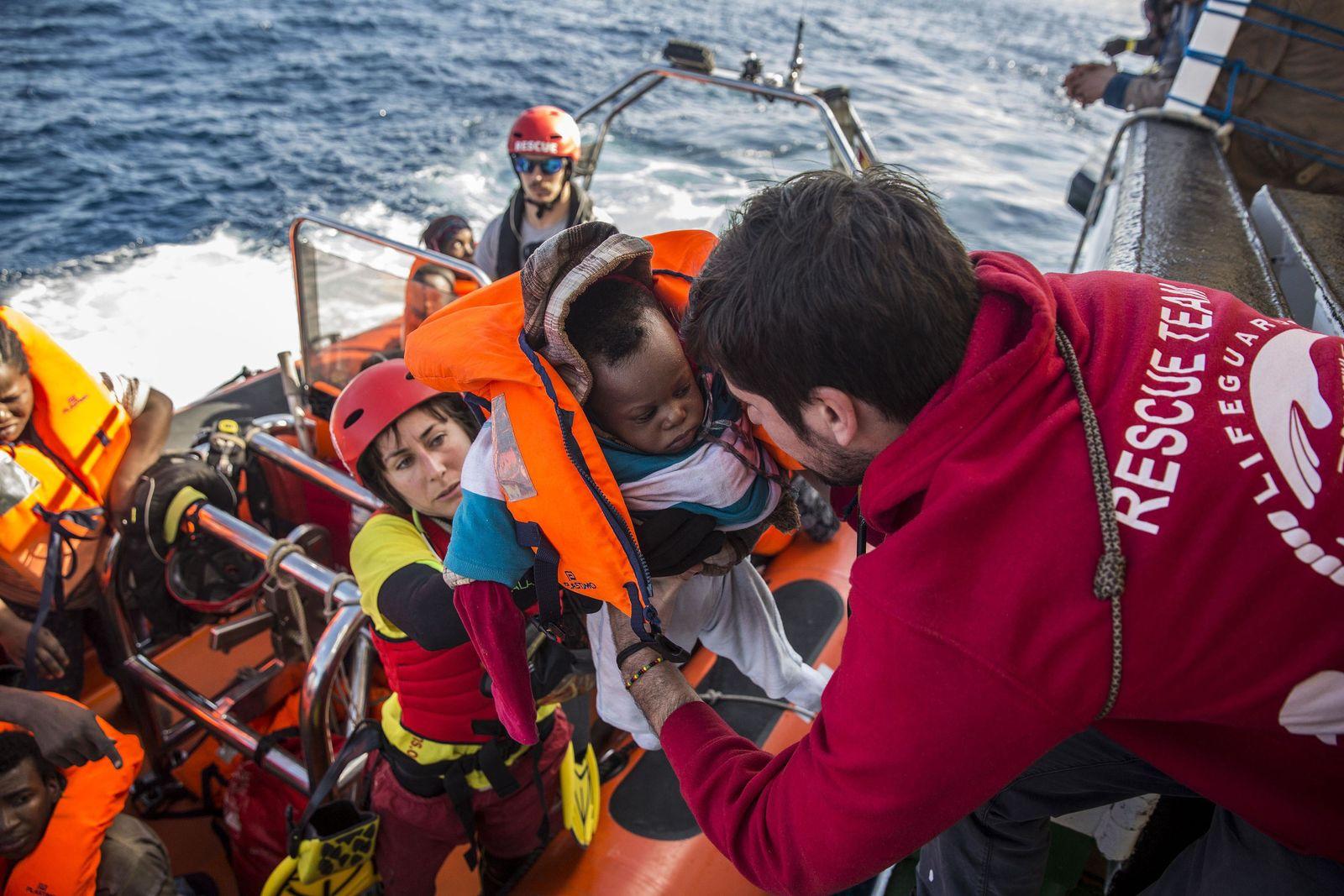 Flüchtlinge aus Seenot gerettet