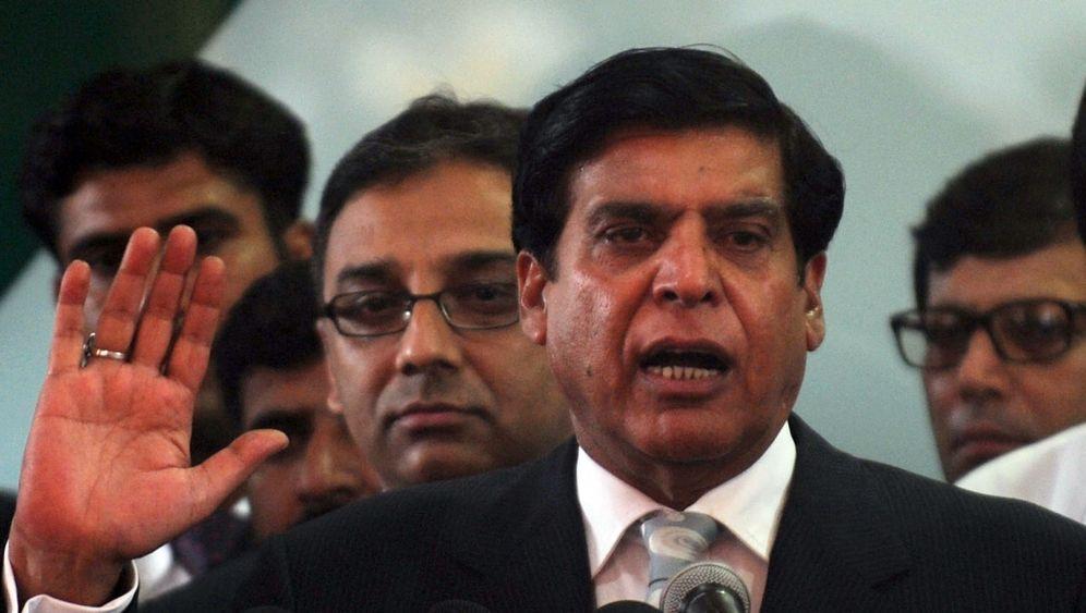 Photo Gallery: Pakistan Descends into Chaos