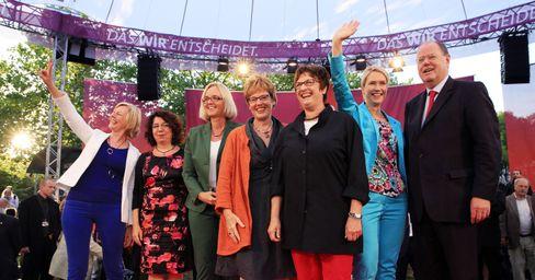 Brigitte Zypries (Dritte von rechts), Manuela Schwesig (Zweite von rechts)