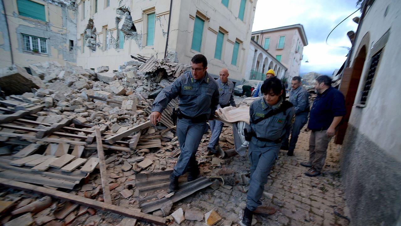 Erdbeben in Italien: Deutschland bietet Hilfe an - DER SPIEGEL
