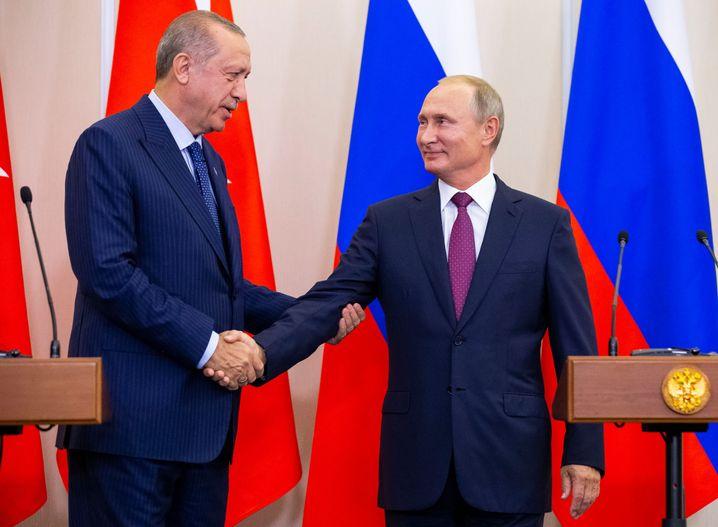 Erdogan (l.) und Putin in Sotschi