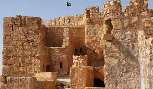 IS-Fahne über den Ruinen von Palmyra: Hier herrschen die Terroristen