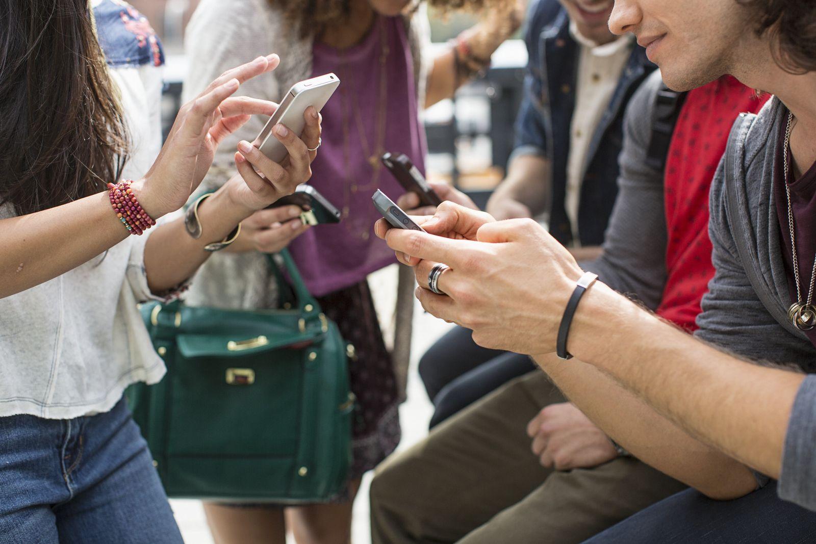 NICHT MEHR VERWENDEN! - Symbolbild Social Media/ Smartphone